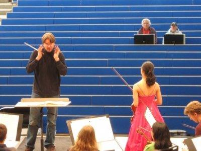 Sasha ja viulusolisti Anna Lee. Kuva: Laura Mirahver