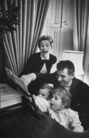Leonard Bernstein perheineen, Jamie oikealla.