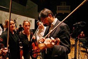 Leonidas Kavakos tutkii Guarneri del Gesu -viulua