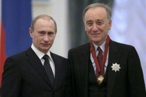 Rodion Stsedrin saa Venäjän valtionpalkinnon presidentti Putinilta.