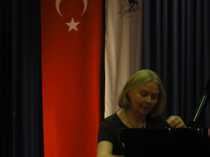 Eila Tarastin resitaali Ankaran Cancayan yliopistolla