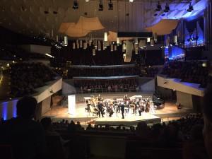 Stefan Dohr, Sir Simon Rattle ja Berliinin filharmonikot Richard Ayresin NONcerton surrealismin parissa.