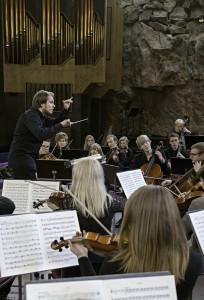 Erkki Lasonpalo ja Helsinki Sinfonietta. Kuva (c) Sampsa Hallikainen.
