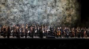 Riccardo Muti & Orchestra Giovanile Luigi Cherubini, konsertti Olavinlinnassa 17.7.2016. Kuva Soila Puurtinen.