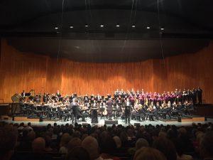 Peter Eötvösin Hallelujan kantaesitys Daniel Hardingin johdolla Großes Festspielhausissa lauantaina. Kuva Jari Kalio.