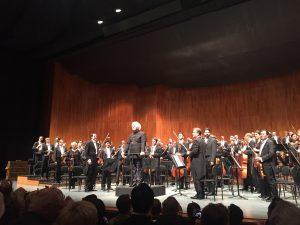 Sir Simon Rattle ja Berliinin filharmonikot Mahler-seikkailun jälkeen Großes Festspielhausissa. Kuva © Jari Kallio.