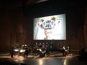 Britten Sinfonian lauantain konsertissa kuultiin myös Steve Reichin video-ooppera Three Tales. Kuva © Jari Kallio.