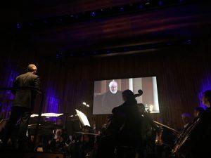 John Williams oli mukana LSO:n konsertissa videohaastattelun välityksellä. Kuva © Jari Kallio.