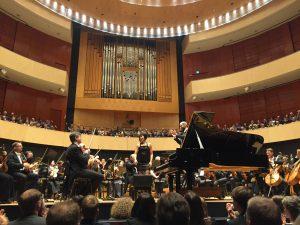 Yuja Wang, Lontoon sinfoniaorkesteri ja Dima Slobodeniouk Lahden Sibeliustalossa tiistana. Kuva © Jari kallio.