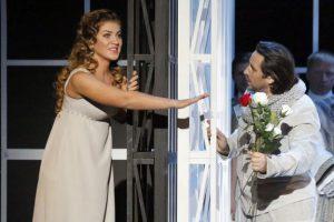 Kuva Jolantan esityksestä Bolshoi-teatterissa. Ekaterina Morozova (Jolanta), Oleg Dolkov (Vaudemont).