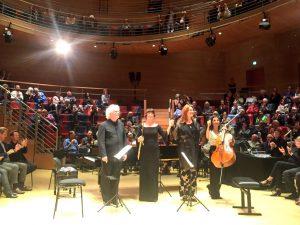 Magdalena Kožená, Sir Simon Rattle ja Boulez Ensemblen muusikot Pierre Boulez Saalissa torstaina. Kuva © Jari Kallio.
