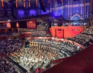 Gurrelieder Promseilla. Sir Simon Rattle, LSO ja kuorot Royal Albert Hallissa lauantaina. Kuva © Jari Kallio.