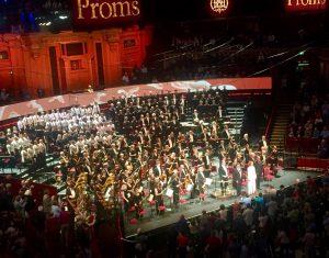 Sir John Eliot Gardiner, Orchestre Révolutionnaire et Romantique ja Monteverdi-kuoro jatkoivat monivuotista Berlioz-sykliään BBC:n Promseilla tiistaina. Kuva © Jari Kallio.