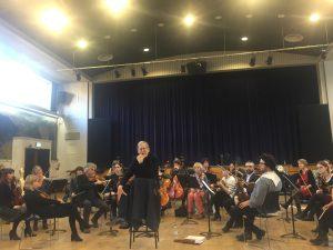 Sir John Eliot Gardiner analysoi Ravelin kvarteton maailmaa ORR:n jousiworkshopissa Lontoon Morley Collegessa. Kuva © Jari Kallio.
