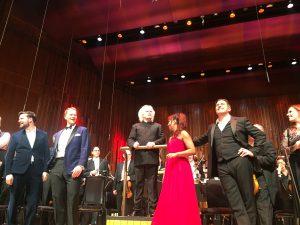 Sir Simon Rattle, illan mainiot solistit ja LSO. Kuva © Jari Kallio.