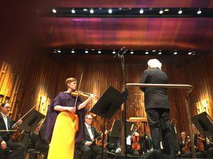 Bergin viulukonsertto. Isabelle Faust, LSO ja Sir Simon Rattle. Kuva © Jari Kallio.
