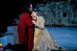 Otello esitetään heinäkuussa Olavinlinnassa ja syyskuussa Oopperajuhlien vierailulla Moskovan Bolshoi-teatterissa. Kuva Soila Puurtinen.