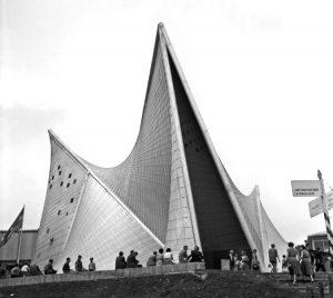 Iannis Xenakisin Le Corbusierin toimistossa suunnittelema Philipsin paviljonki Brysselin-maailmannäyttelyyn 1958.