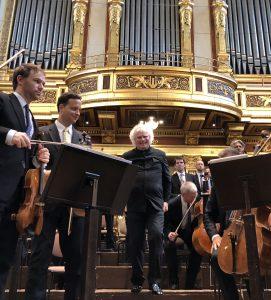 Berliinin filharmonikot ja Sir Simon Rattle Musikvereinissa sunnuntaina. Kuva © J. Kallio