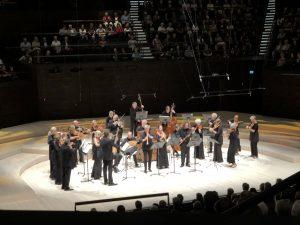 Freiburgin barokkiorkesteri aloitti Corellin huikealla Concerto grosso op. 6 nro 4:llä Musiikkitalossa. Kuva © Jari Kallio.