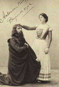 Bayreuthin version 1901 päärooleissa Hollantilaisena Anton van Rooy ja Sentana Emmy Destinn.
