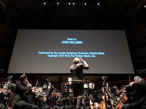 Lontoon sinfoniaorkesteri ja kapellimestari Ludwig Wicki Tähtien sodan parissa Royal Albert Hallissa. Kuva: Jari Kallio