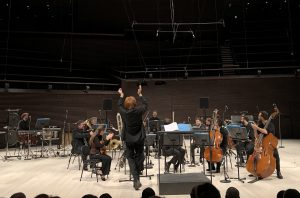 EIC:n ja Enno Poppen Musica Nova konsertin päätös Musiikkitalossa. Kuva: Jari Kallio