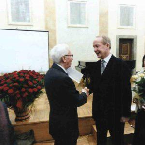 Tomaszewskin 90-vuotispäivät Krakovassa 2011 artikkelin kirjoittajan (oik.) kanssa