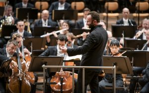 Kirill Petrenko ja Berliinin filharmonikot. Kuva: Stephan Rabold