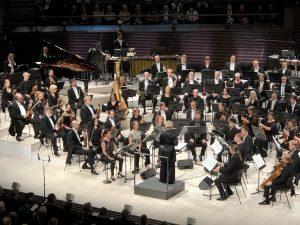 EXAUDI, HKO ja Susanna Mälkki Berion sinfonian parissa perjantaina. Kuva: Jari Kallio