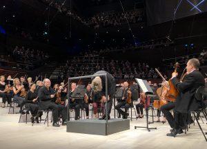 Esa-Pekka Salonen ja Radion sinfoniaorkesteri Musiikkitalossa perjantaina. Kuva: Jari Kallio
