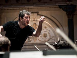 Thomas Adès ja Kuninkaallinen Concertgebouw-orkesteri harjoituksissa. Kuva: Renske Vrojlik