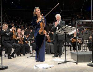 Leticia Moreno, Peter Eötvös ja HKO Musiikkitalossa keskiviikkona. Kuva: Jari Kallio