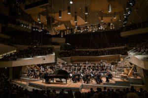 Pierre-Laurent Aimard, Berliinin filharmonikot ja François-Xavier Roth. Kuva: Stephan Rabold