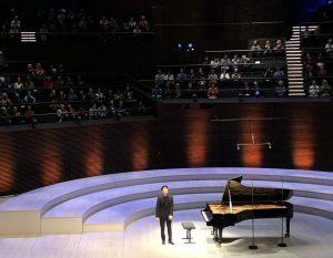 Seong-Jon Cho Musiikkitalossa perjantaina. Kuva: Jari Kallio