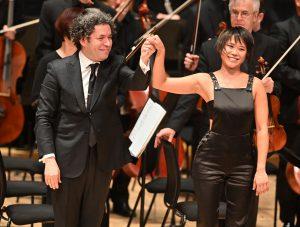Yuja Wang, Gustavo Dudamel ja LA Phil Lontoon Barbicanissa maanantaina. Kuva: Mark Allan / Barbican