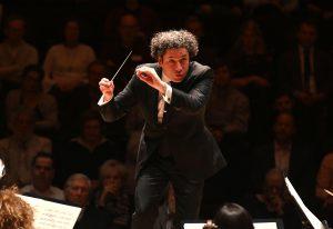 Gustavo Dudamel ja LA Phil Lontoon Barbicanissa. Kuva: Mark Allan / Barbican