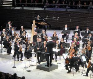 Greald Finley, RSO ja Hannu Lintu Musiikkitalon konsertissa keskiviikkona. Kuva: Jari Kallio