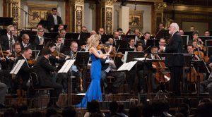 John Williams, Anne-Sophie Mutter ja Wienin filharmonikot soittivat lauantain konsertin päätteeksi peräti viisi ylimääräistä: Kuva: Terry Linke / Deutsche Grammophon