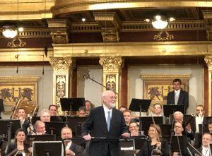 John Williams ja Wienin filharmonikot Musikvereinissa lauantaina. Kuva: Jari Kallio