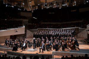 Sir Simon Rattle johtaa Beethovenin unohdettua oratoriota Berliinissä. Kuva: Monika Rittershaus