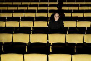 Mies monella pallilla, Fredrik Österling. Kuva © Anders Hansson/TT.